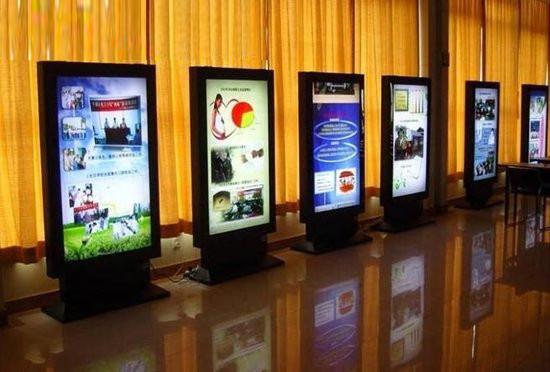 深圳某公司电容触控广告机在会议中的应用